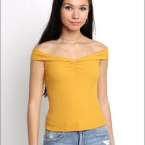 MINK PINK Yellow Off the shoulder top!